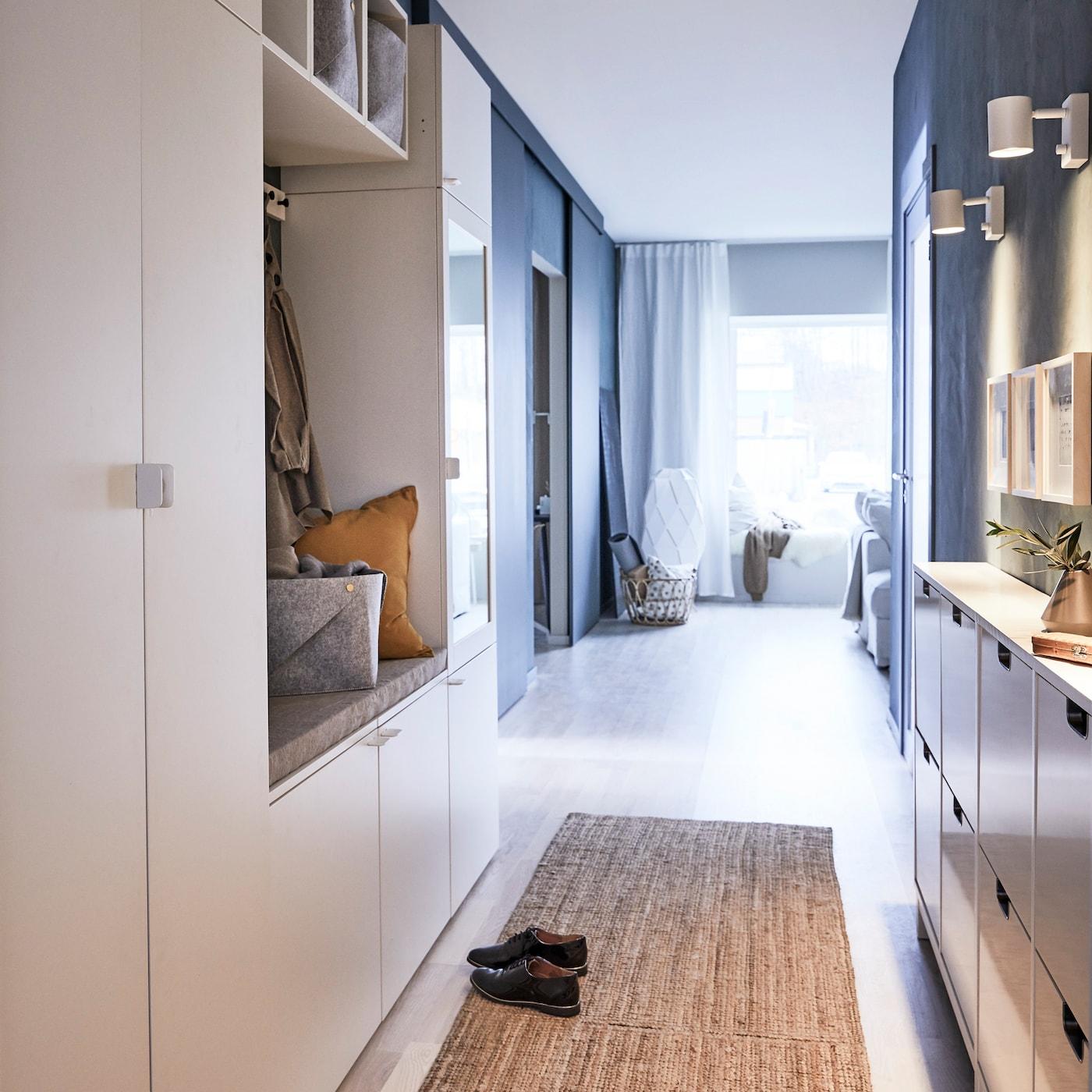 宜家 PLATSA 普拉萨 白色涂漆木质衣柜和收纳系列可以在门厅中打造出整洁有序的空间,空间再小也不怕。