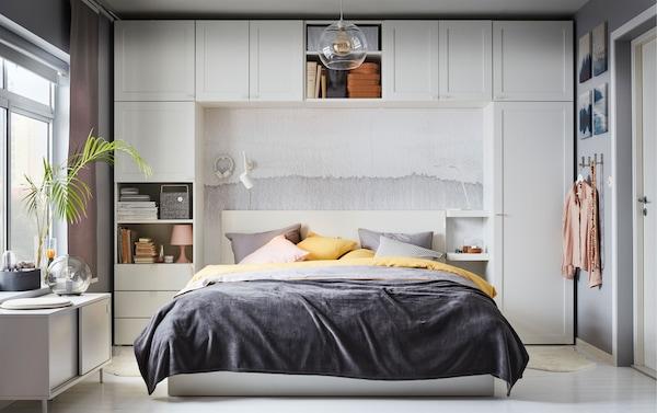 宜家 PLATSA 普拉萨 衣柜系列提供了充足的储物机会。使用它储存衣物和其他物品。不同形状的单元让你能够根据自家建筑结构充分利用空间。