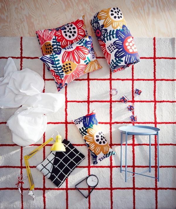 宜家 SIMESTED 西姆斯泰 白色地毯配亮红色正方形图案和长绒,能为配套产品营造出众的背景。