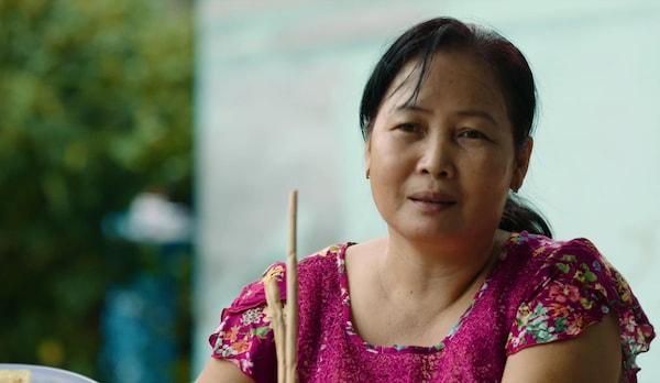 宜家 SOARÉ 索尔勒 餐垫的织工大多是妇女,她们聚在不同的屋内一起编织,可以自主决定工作量和工作频率。