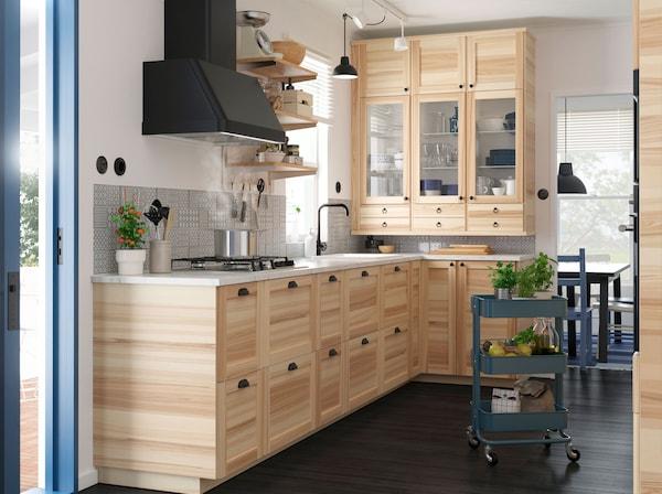 宜家 TORHAMN 图汗 实心白蜡木厨房前挡板系统为厨房打造自然外观,METOD 米多 系列包括各种不同的柜子和抽屉可选——设计完全满足你需求的厨房。