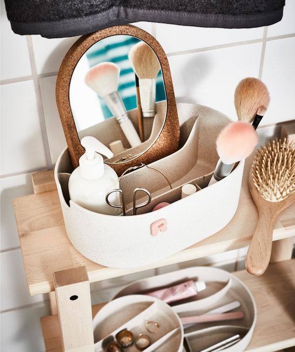 拥有一个属于自己的储物盒,在里面放置个人浴室用品。然后为家中所有人也提供一个。
