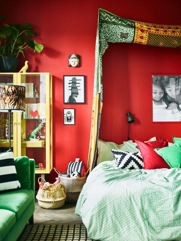 用纺织品制成的凉篷让卧室更加与众不同。
