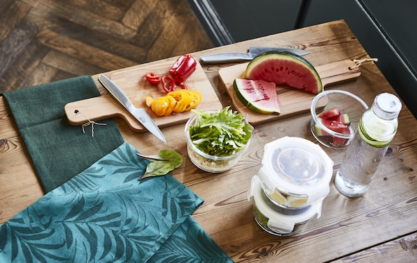 用时尚的玻璃盛具来打包午餐,营造更特别的感觉。