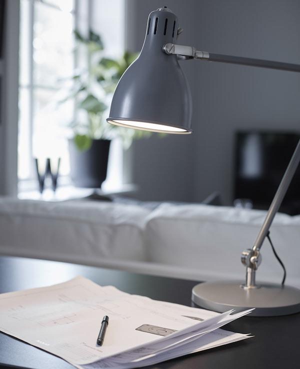 在工作区上方使用5000开尔文的灯具,减少工作时眼睛的压力。